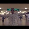 Frame dal videoclip Happy