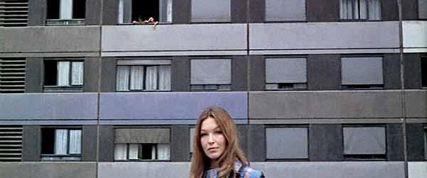 """Frame tratto dal film """"Due o tre cose che so di lei"""" di Jean-Luc Godard"""