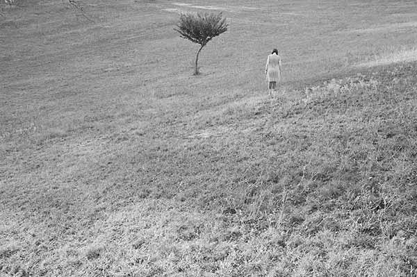 """© Orith Youdovich. Untitled, 2010. Da """"Come devo vivere. Dialoghi visivi con il cinema di Michelangelo Antonioni"""""""