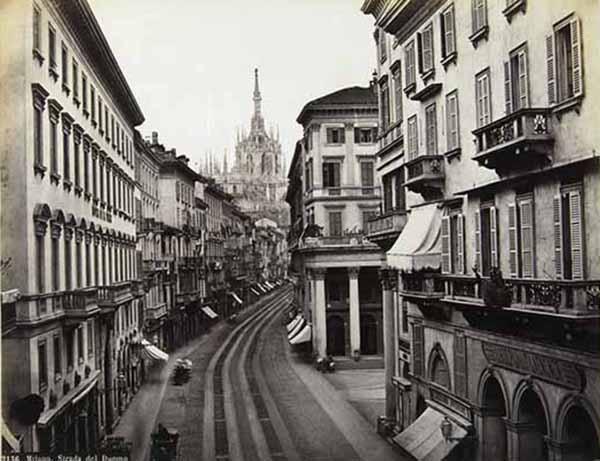 Robert Rive Milano. Strada del Duomo, 1870 ca. Stampa all'albumina, cm 19,5 x25