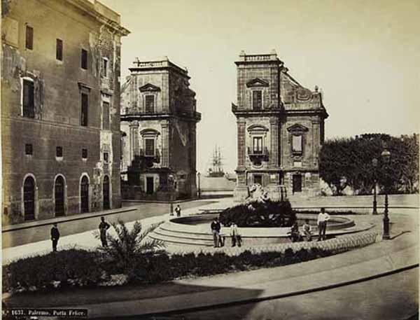 Robert Rive Palermo. Porta Felice, 1860-1870. Stampa all'albumina, cm 19,5 x25