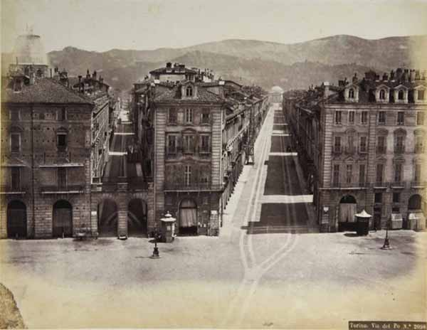 Robert Rive Torino. Via Po, 1860-1870 ca. Stampa all'albumina, cm 19,5 x25