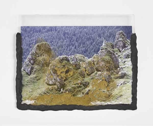 © Laura Pugno. Memorie remote 01, 2016. Stampa fotografica, pigmento, pasta modellante, plexiglas cm. 25x31