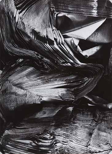 © Kiyoshi Niiyama (Prefettura di Ehime, Giappone, 1911 – Tokyo, Giappone, 1968). Senza titolo (Fogli di metallo distorti), anni cinquanta-sessanta. © Estate of the Artist - Kiyoshi Niiyama