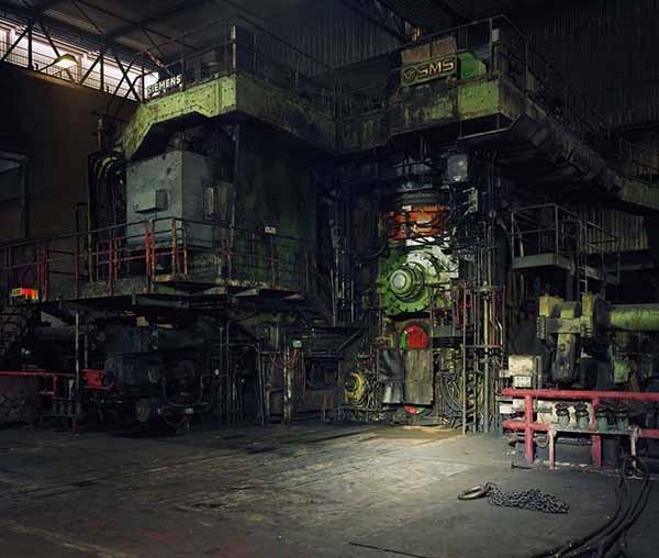 Thomas Struth.  Laminazione a caldo, Thyssenkrupp Steel, Duisburg, 2010. © Thomas Struth, 2017