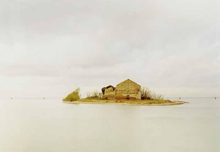 © Elger Esser. Madonna del Monte, Italia 2001. Courtesy Galleria Alessandra Bonomo