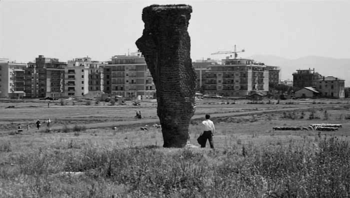 """Frame tratto dal film """"Mamma Roma"""" di Pier Paolo Pasolini"""